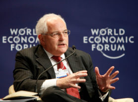 """TIANJIN/CHINA 15SEP10 - Martin Wolf, Associate Editor and Chief Economics Commentator, Financial Times, speaks during the """"WHAT IF: the United States remains in a jobless recovery in 2011?"""" session at the Annual Meeting of the New Champions in Tianjin, China, September 15, 2010. Copyright World Economic Forum (www.weforum.org)/Qilai Shen"""